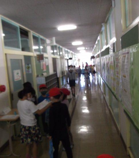 学校探検を行いました。